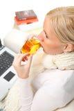 Chá bebendo da mulher. Imagens de Stock Royalty Free
