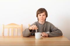 Chá bebendo do menino Fotografia de Stock Royalty Free