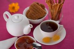 Chá, biscoitos, doce de fruta, doce, doces Imagem de Stock
