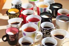 Chá, café e leite em uns copos de cima de Fotos de Stock