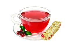 Chá com a airela no copo e no granola de vidro Imagens de Stock Royalty Free