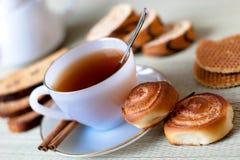 Chá com bolinhos Imagens de Stock Royalty Free