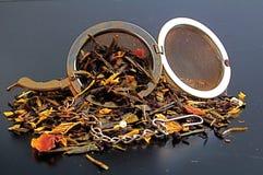 Chá com infuser do chá imagem de stock