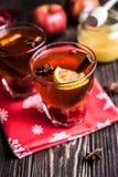 Chá com limão e mel no fundo de madeira Imagens de Stock Royalty Free