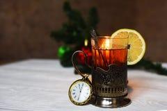 Chá com o limão em meu suporte de copo com colher Imagens de Stock Royalty Free