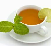 Chá com um limão e uma hortelã Fotos de Stock Royalty Free