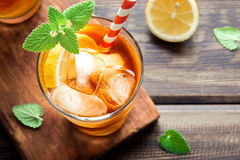 Chá congelado com limão Imagens de Stock