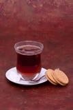 Chá, cubos do açúcar e bolinhos turcos Imagem de Stock Royalty Free