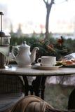 Chá da baga com cal e biscoitos Foto de Stock