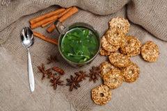 chá da hortelã com biscoitos Fotografia de Stock