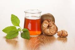 Chá da monge no fundo de madeira fotografia de stock