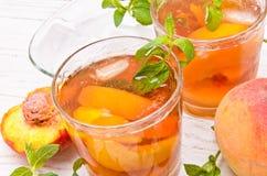 Chá de gelo com pêssego Fotografia de Stock
