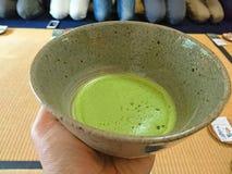 Chá de Matcha no copo fotografia de stock royalty free