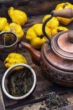 Chá do fruto com marmelo Imagens de Stock