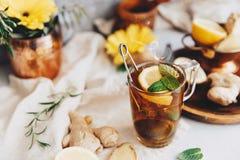 Chá do gengibre com hortelã e limão Fotografia de Stock