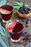 Chá do hibiscus e da cão-rosa imagens de stock royalty free
