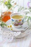 Chá do Wildflower e de camomila imagens de stock