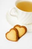 Chá e biscoitos dados forma coração fotografia de stock