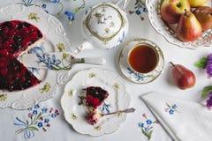 Chá e doces fotografia de stock royalty free