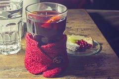 Chá e frutos quentes Fotografia de Stock Royalty Free