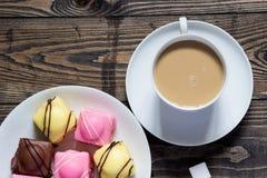 Chá e guloseimas Fotografia de Stock Royalty Free