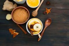 Chá e ingredientes temperados para o chá da fabricação de cerveja Fotografia de Stock