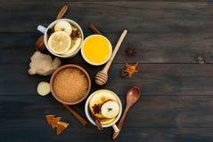 Chá e ingredientes temperados para o chá da fabricação de cerveja Fotografia de Stock Royalty Free
