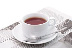 Chá e jornal Fotografia de Stock