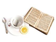 Chá e livro fotos de stock royalty free