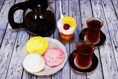 Chá e loukoum na tabela Imagens de Stock
