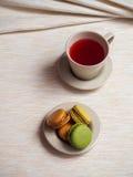 Chá e macaroons imagens de stock royalty free