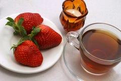 Chá e morango Fotografia de Stock