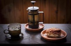 Chá e strudel Imagens de Stock