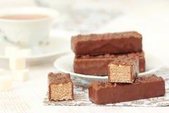 Chá e waffles com creme e porcas do chocolate Fotografia de Stock