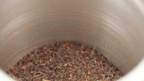 Chá em um frasco do ferro com uma tampa filme