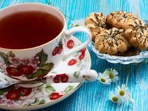 Chá em um fundo azul Foto de Stock Royalty Free