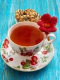 Chá em um fundo azul Fotos de Stock