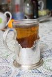 Chá no suporte de copo do russo Foto de Stock Royalty Free