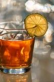Chá nos vidros com cal Imagem de Stock Royalty Free