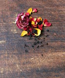 Chá orgânico natural das rosas secas Imagens de Stock Royalty Free