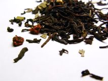 Chá preto com morangos foto de stock