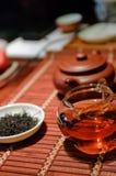 Chá preto e copo Fotos de Stock