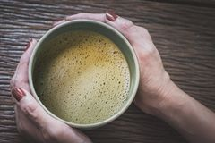 Chá quente do hojicha fotografia de stock