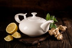 Chá saudável aromático no potenciômetro Fotografia de Stock