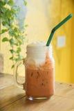 Chá tailandês do leite nas canecas de vidro Fotos de Stock Royalty Free
