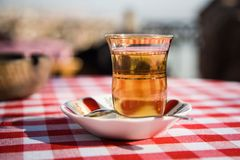 Chá turco no vidro Imagens de Stock