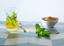 Chá verde com estilo do marroquino da hortelã Foto de Stock