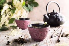 Chá verde com flor mais velha Foto de Stock