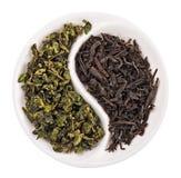 Chá verde da folha contra o preto um foto de stock royalty free