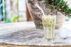 Chá verde de Matcha com leite fotografia de stock royalty free